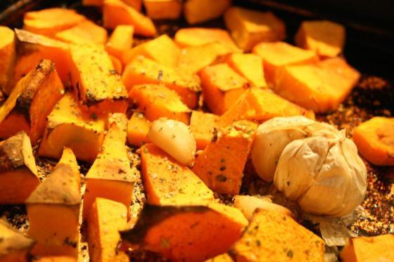 Pumpkin roasting with onion and garlic
